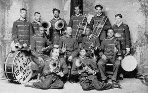 harmonic-band-1894-bw-598